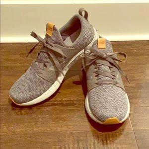 Men's New Balance tennis shoes